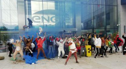 """Bruxelles : une soixantaine d'activistes de l'EZLN """"rendent"""" à Engie """"leurs déchets nucléaires"""" - BX1"""