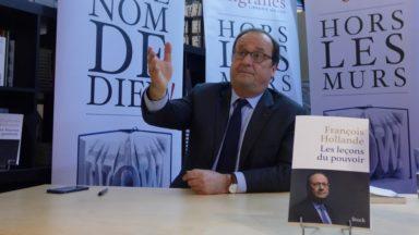 Bruxelles : plus de 300 personnes face à François Hollande pour la sortie de son livre