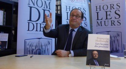 """François Hollande en séance de dédicaces à Bruxelles pour la sortie de son livre """"Les leçons du pouvoir"""""""