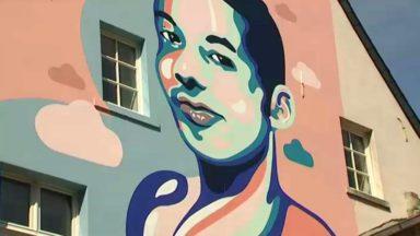 Journée de lutte contre l'homophobie : une marche et une fresque pour Ihsane Jarfi à Bruxelles