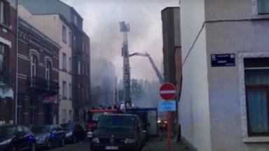 """Une """"reporter"""" anglaise lie l'incendie de Koekelberg avec… un acte terroriste"""