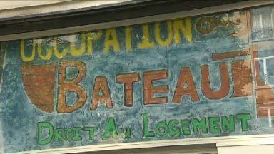 """""""Le bateau"""" de la place Sainte-Catherine cherche des donateurs, l'avenir de 80 sans-abris à nouveau menacé"""