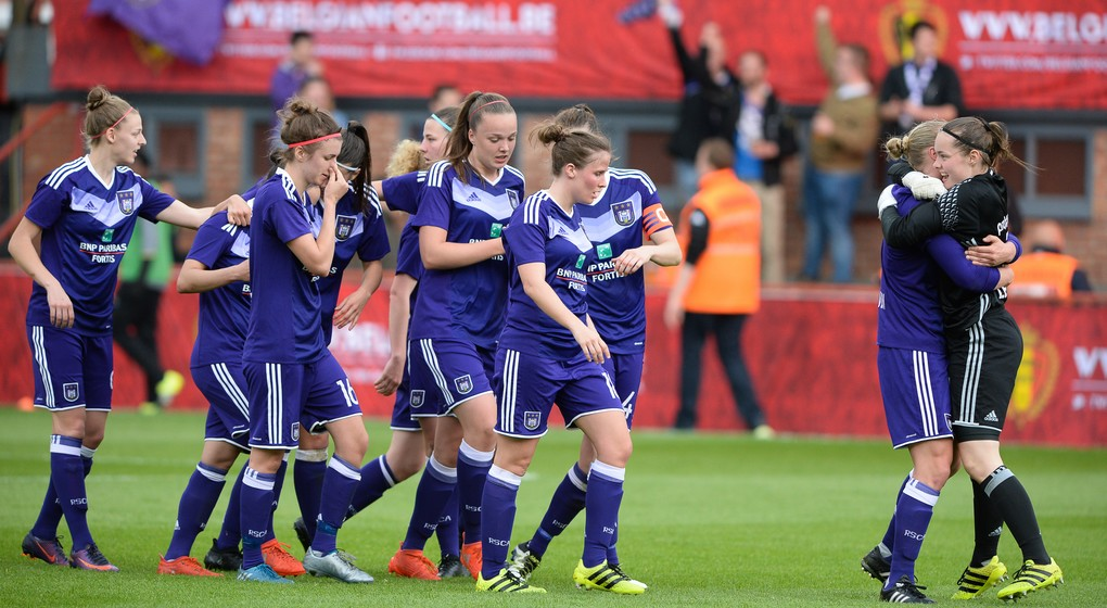 L'équipe féminine du RSC Anderlecht va finalement continuer, selon le coach - BX1