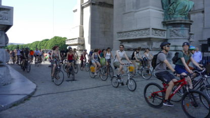 """Des centaines de cyclistes ont célébré les 20 ans de la """"Masse critique"""" à Bruxelles"""