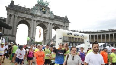 20 km de Bruxelles: des organisations dénoncent l'usage de bouteilles en plastique aux ravitaillements