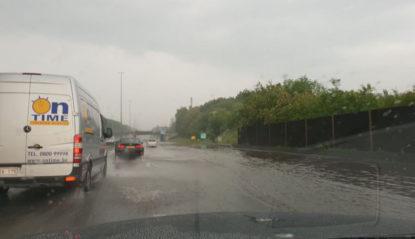 Inondations sur l'E40 en direction de Bruxelles : la circulation est enfin rétablie - BX1