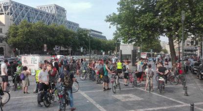 """Mobilité: plus d'une centaine de cyclistes présents vendredi soir pour célébrer les 20 ans de la """"Masse critique"""""""