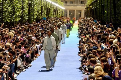 738e33efa364 Fashion week  plus coloré et audacieux, le vestiaire de l homme s émancipe