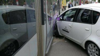 Berchem-Sainte-Agathe : une voiture percutée par un tram à Hunderenveld