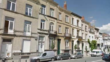 Ixelles: l'homme retranché sur le toit d'un immeuble est descendu