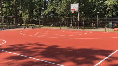 Anderlecht : un nouveau terrain de basket rénové au Peterbos