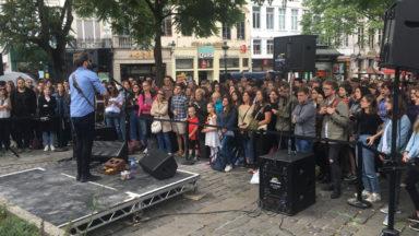 L'artiste Passenger en concert improvisé dans le centre-ville