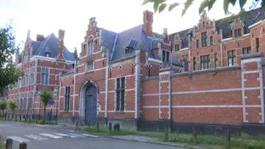47 membres du personnel pénitentaire et dix détenus, dont un à Forest, testés positifs au Covid-19