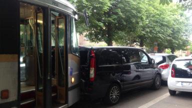 Anderlecht: le trafic de la ligne 81 interrompu entre Meir et Marius Renard suite à une collision avec une voiture