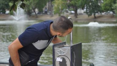 Pic de chaleur : l'accès aux fontaines d'eau potable et aux toilettes publiques cartographié