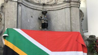 Manneken-Pis habillé en Nelson Mandela pour célébrer les 100 ans de sa naissance