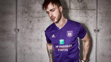 Le RSC Anderlecht dévoile son nouveau maillot, tout en mauve, pour ses matches à domicile