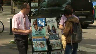 Des témoins de Jéhovah aux abords du Parc Maximilien : une présence qui interpelle