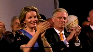 Bal National : emportés par la ferveur populaire, le Roi Philippe et la Reine Mathilde ont poussé la chansonnette