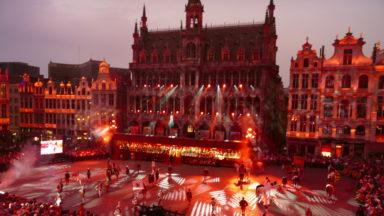 Des milliers de personnes sur la Grand-Place de Bruxelles pour l'Ommegang et l'hommage à Annie Cordy