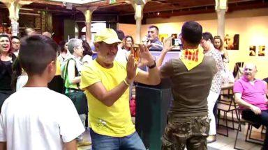 Après avoir acclamé Puigdemont à Waterloo, les indépendantistes catalans ont fait la fête aux Halles Saint-Géry