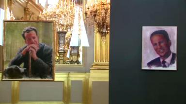 Le Roi Philippe reconverti en peintre expose ses portraits de Baudouin au Palais royal