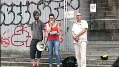 Rassemblement devant le Palais de Justice pour dénoncer l'agression d'une jeune musulmane à Anderlues