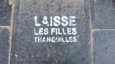 """""""Laisse les filles tranquilles"""", un collectif qui dénonce les violences sexistes dans les rues de Bruxelles"""