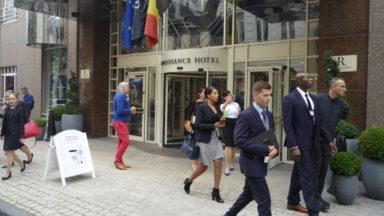 Rassemblés dans un hôtel bruxellois, 170 jeunes belges postulent pour voler sur Emirates