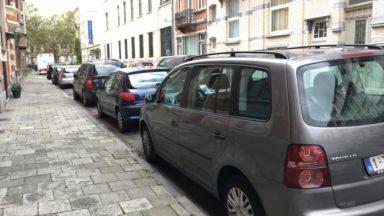 Molenbeek : les places de parking en voirie seront payants jusqu'à 21h au quartier Maritime