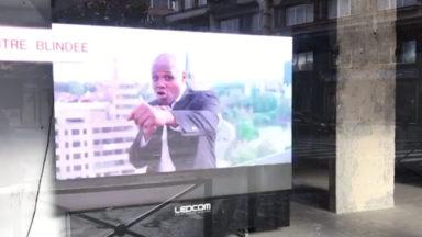 Béa Diallo, échevin à Ixelles, apparaît dans une campagne publicitaire dans la commune (vidéo)