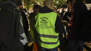 """Messages haineux appelant à """"faire le ménage"""", la Plateforme Citoyenne place les réfugiés en lieux sûrs"""