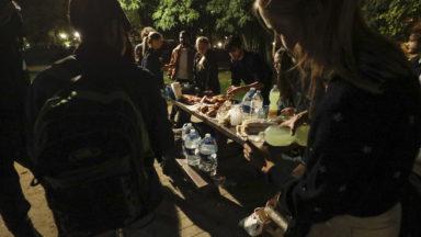 La distribution de repas au parc Maximilien devra se faire en fin de journée, à la demande de la Ville de Bruxelles