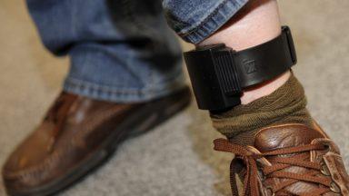 Le cdH propose un bracelet électronique plutôt que l'enfermement
