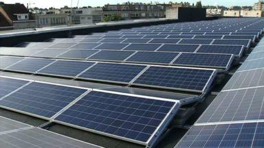 Plus de 1000 panneaux solaires chauffent la piscine communale de Molenbeek