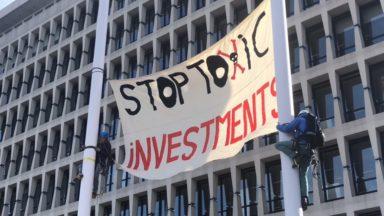 Un collectif d'ONG manifeste contre le soutien financier d'ING à l'entreprise d'huile de palme Socfin