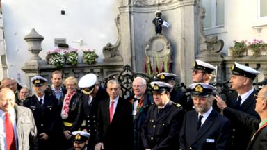 Le Manneken-Pis reçoit un costume d'éclusier pour les 25 ans du Port de Bruxelles