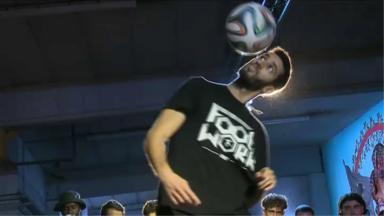 Pour les freestyler du football, le sport du ballon rond est aussi un art