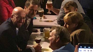 """Afterwork des leaders européens sur la Grand-Place de Bruxelles : """"C'était très bien, nous avons eu des frites et une bière"""""""