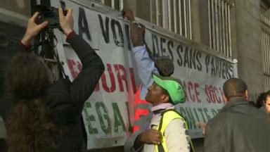 Rassemblement de la Voix des sans-papiers devant la maison communale de Molenbeek