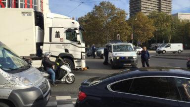 Une cycliste renversée par un camion à la place de l'Yser