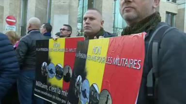 À l'occasion de la Fête du Roi, les militaires protestent
