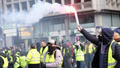 Gilets jaunes : le calme est revenu après des affrontements, 74 arrestations dont 3 judiciaires