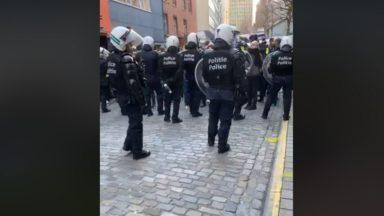 Le journaliste français Rémy Buisine (Brut) arrêté par la police en plein direct sur les gilets jaunes