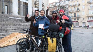 Le globe-trotteur chinois qui s'est fait voler son vélo peut poursuivre son périple