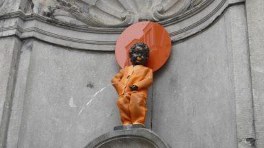 Le Manneken-Pis reçoit un nouveau costume pour la journée contre les violences faites aux femmes