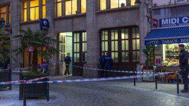 Un policier de la zone Bruxelles Capitale-Ixelles attaqué au couteau devant le commissariat