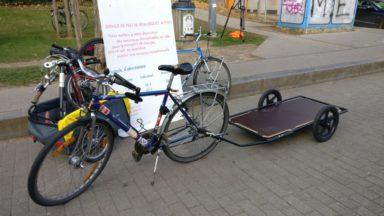 Des étudiants de l'ULB louent des remorques à vélo