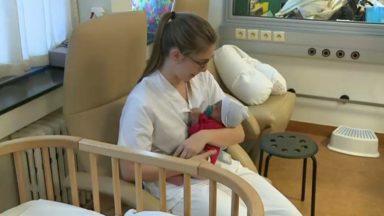 Des pédiatres lancent une campagne pour dénoncer la réduction des droits de santé des nouveaux-nés