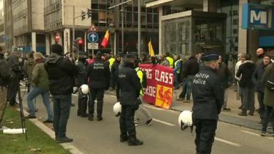Une poignée de gilets jaunes se sont rassemblés à Bruxelles